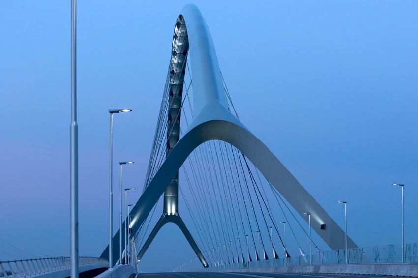 Stadsbrug De Oversteek in Nijmegen. Architectuurfotografie: DAPh/Thea van den Heuvel Nationale Staalbouwdag 2014